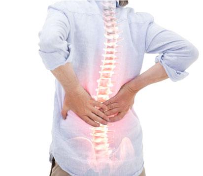 femme ayant mal du dos